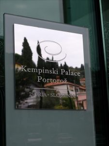 Kempinski palace tabla