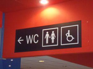označevanje prostorov sanitarije smerokaz