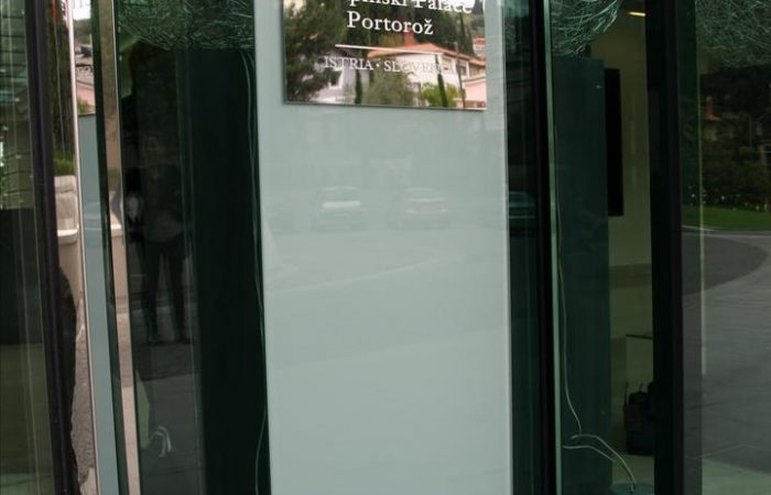 Kempinski hotel napis