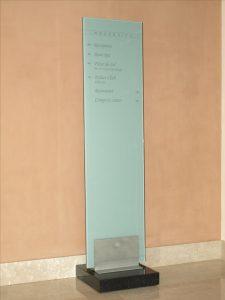 premični steber z napisi