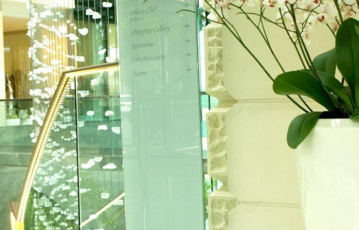 glass-column-signs