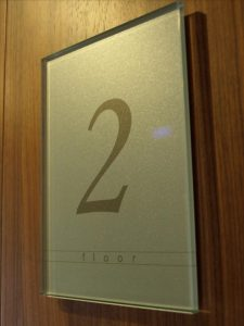 luxury-glass-signs-design